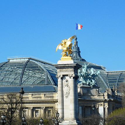 Vue depuis le Pont ALexandre III sur le Grand Palais